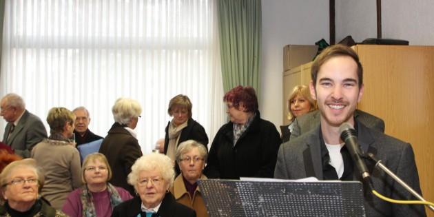 Pfarrgemeinderatsvorsitzender Lucas Montag blickte auf ein gutes Jahr 2013 zurück. Den  Herausforderungen im neuen Jahr  sieht er mit offenkundig freudiger Spannung entgegen.  Foto: Hannelore Nowacki