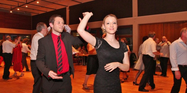 Tanzen macht Spaß - Junioren und Senioren zeigten beim Ostertanz der SPD im Bürgerhaus, dass Tanzen gehen auch ein geselliges Vergnügen ist. Foto: Hannelore Nowacki