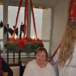 Nikolaus und Schillerschüler überraschten Senioren