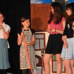 """BUZ: Die Minizwibs stellten erneut ihr schauspielerisches Können unter Beweis und sind mit ihrem Stück """"Gib Küsschen meine Große"""" beim Basar der Herz-Jesu-Kirche ein weiteres Mal zu sehen. Foto: Ehret"""
