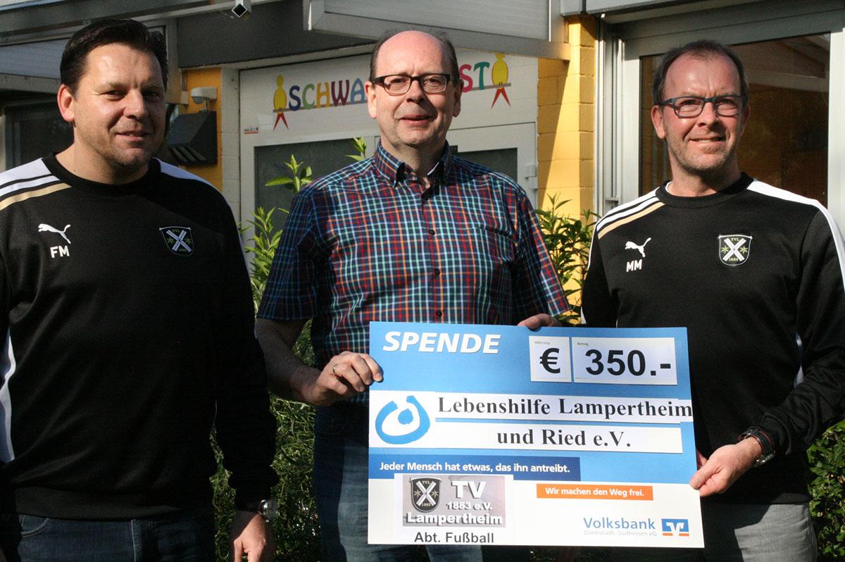 Fussballabteilung Des Tv Lampertheim Ubergibt Spende An