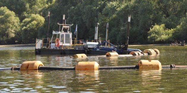 30 Kubikmeter Feststoff saugt der Bagger stündlich vom Boden des Altrheins ab. Foto: Benjamin Kloos