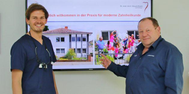 Die schnell ausgebuchten Informationsabende in der Zahnarztpraxis Dr. Krahé und Kollegen in der Bürstädter Straße 43 verbinden medizinische Information mit geselliger Atmosphäre. Als Experte mit Tätigkeitsschwerpunkt Zahnimplantate ist Dr. Krahé zertifiziert  und erfüllt die strengen Kriterien der Deutschen Gesellschaft für orale Implantologie, in der Dr. Maatz ebenfalls Mitglied ist. Dr. Krahé (rechts) und Dr. Maatz freuen sich auf Ihren Besuch.  Foto: Hannelore Nowacki