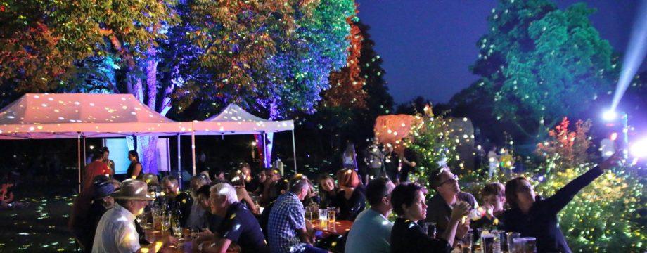 Das heitere Lichterfest lockte mit Musik, Wein und romantischer Illumination des Stadtparks mehr als 1.000 Besucher an. Foto: Hannelore Nowacki
