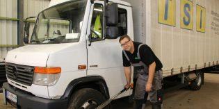 KFZ-Meister Philipp Müller bietet seinen Service für LKW und PKW aller Marken an – Reparaturen, Inspektion und Fehlerdiagnose, Felgen- und Reifenservice, Reifeneinlagerung, Unfallinstandsetzung, Klimaservice, Ersatzteile, PKW-Zubehör, Komfortzubehör für LKW-Fahrer mit Einbau und vieles mehr. Foto: Hannelore Nowacki