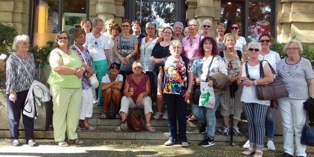Ludwigsburg hat viel zu bieten – da waren sich die Sängerinnen des MGV Liederkranz und des GV Eintracht Biblis einig. Foto: oh