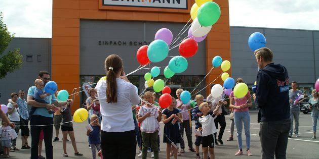 Dank Hüpfburg, Kinderschminken und Luftballonwettbewerb erlebten Familien mit Kindern am Samstag einen ereignisreichen Besuch bei Ehrmann. Foto: Florian Helfert