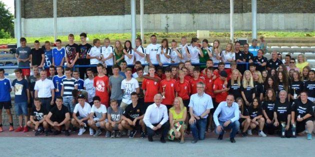 Gruppenbild mit Landräten, Stellvertretern und allen Teams beim Jugendaustauschprojekt mit dem Kreis Schweidnitz. Foto: oh