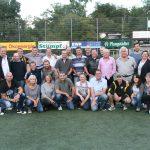 Zu der Feierlichkeit am Samstagabend waren Spieler der damaligen Aufstiegsmannschaft sowie Mitglieder der Jugend- und der Aerobic Abteilung gekommen. Foto: Eva Wiegand