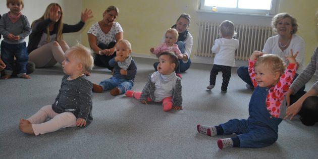 Mit großer Freude machen schon die Jüngsten beim Angebot der musikalischen Früherziehung der Musikschule Lampertheim mit. Foto: Benjamin Kloos