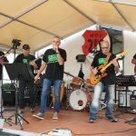 """Die Gruppe """"Second Chance"""" versorgte das Publikum am Samstagabend mit handgemachter Rockmusik. Foto: Eva Wiegand"""