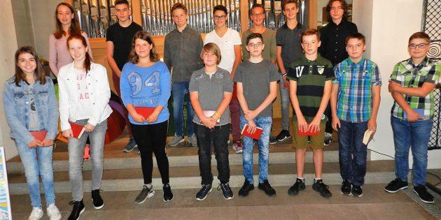 Die neuen Konfirmanden der evangelischen Kirchengemeinde Hüttenfeld/Neuschloß. Foto: ehr