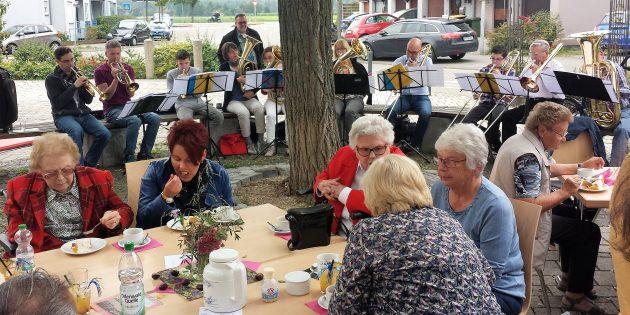 BUZ: Der Posaunenchor spielte beim Erntedankfest auf. Foto: Ehret