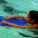Das Hallenbad der Biedensand Bäder wird erst in einem Jahr saniert – biss dahin können Schwimmer weiter ihre Bahnen ziehen. Foto: DLRG