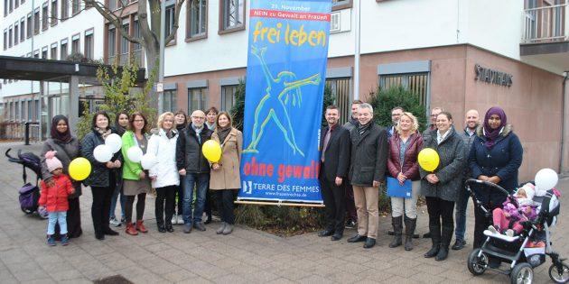 Lampertheim ist bunt und sagt deutlich NEIN zu Gewalt gegen Frauen – wie die erfreulich große Teilnahme am Aktionstag bewies. Foto: Benjamin Kloos
