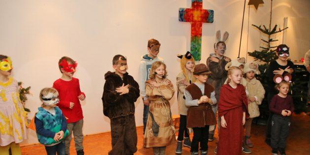 Die Tiere im Stall mit der Heiligen Familie hatten ganz wunderbare Erlebnisse. Foto: Hannelore Nowacki
