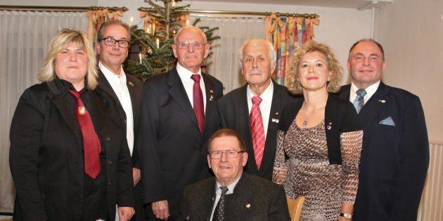 MGV 1840 ehrte bei der Weihnachtsfeier vier langjährige Mitglieder