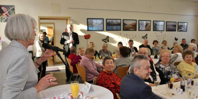 """In der Seniorenbegegnungsstätte """"Alte Schule"""" wurde das neue Jahr freudig begrüßt. Foto: Hannelore Nowacki"""