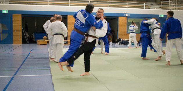 BUZ: Michael Radig mit Trainingspartner Frank Daniel beim Tachi Waza, dem Einschleifen der Standtechniken. Foto: oh
