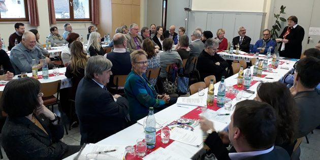 BUZ: 30 Synodale der 12. Dekanatssynode im Ried kamen zu einer Tagung in Crumstadt zusammen. Foto: Dek.Ried/Sekulla