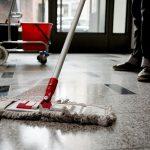 BUZ: Reinigungskräfte müssen ab sofort mindestens 10,30 Euro pro Stunde verdienen – ein Plus von drei Prozent, so die IG BAU. Die Gewerkschaft rät zum Lohn-Check. Foto: IG Bau