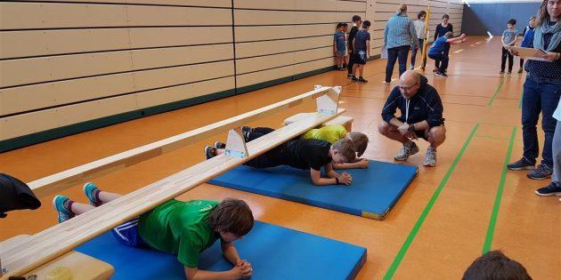 BUZ: Die Teilnehmer stellten sich einem Fitnesstest in der Altrheinhalle. Foto: oh
