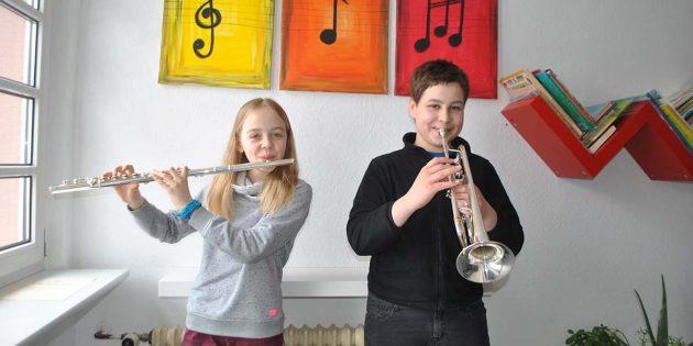 """Mit Spaß an der Musik waren sie beim Regionalwettbewerb """"Jugend musiziert"""" erfolgreich: Henrike Stöckinger und Thomas Billau (v.l.). Foto: Benjamin Kloos"""