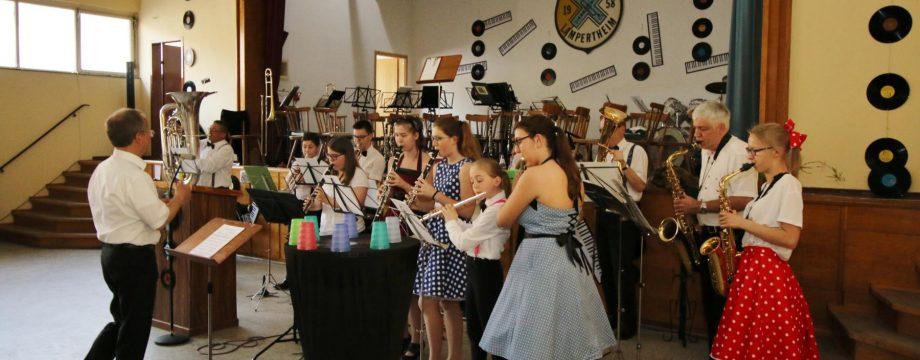 Beschwingt leitete das Newcomer-Orchester unter der Leitung von Helmut Baumer das Unterhaltungsprogramm ein. Foto: Hannelore Nowacki