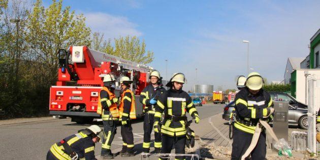 Über hunderte von Metern wurden bei der Großübung die Schläuche verlegt. Foto: Hannelore Nowacki