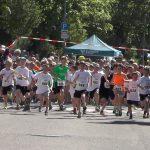 Auch in diesem Jahr werden wieder mehr als 1.000 Starter beim Spargellauf erwartet – so auch beim Schülerlauf, der sich traditionell großer Beliebtheit erfreut. Archivfoto: TIP-Verlag