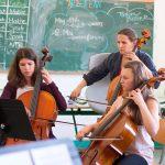 Coach 'n' Concert 2016: Barbara Petit vom hr-Sinfonieorchester probt mit Schülerinnen. Foto: HR/hauserlacour