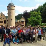 Der katholische Kirchenmusikverein Biblis und seine französischen Freunde besuchten das Schloss Mespelbrunn im Spessart. Foto: oh