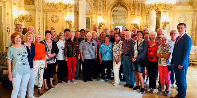 Die Wanderfreunde Bürstadt besuchten bei ihrer Tour nach Wiesbaden auch den CDU-Landtagsabgeordneten Alexander Bauer im Hessischen Landtag. Foto: oh