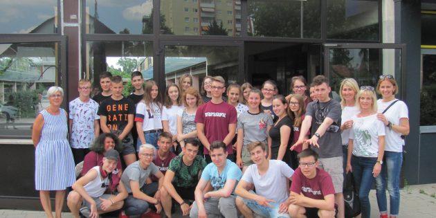 BUZ: Nach einer langem Anreise wurden die Besucher aus Polen herzlich an der Alfred-Delp-Schule empfangen. Foto: oh