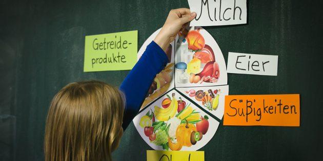 Die Ernährung als neues Schulfach für alle. Das fordert die Gewerkschaft Nahrung- Genuss-Gaststätten (NGG). Dabei sollen Schüler lernen, woraus ihr Essen besteht, woher es kommt und wie es produziert wird. BUZ: Tobias Seifert / NGG