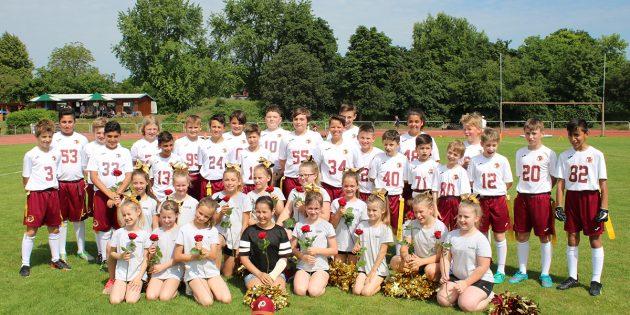 Ziehen durch den Sieg in Darmstadt in die Playoffs ein: Die U13 der Bürstadt Redskins. Foto: oh