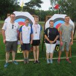 BUZ: Jugendleiter Alexander Brinkmann, Jan Hartnagel, Benedict Lotter, Kelly Tröger und Trainer Jens Perner. Foto: oh