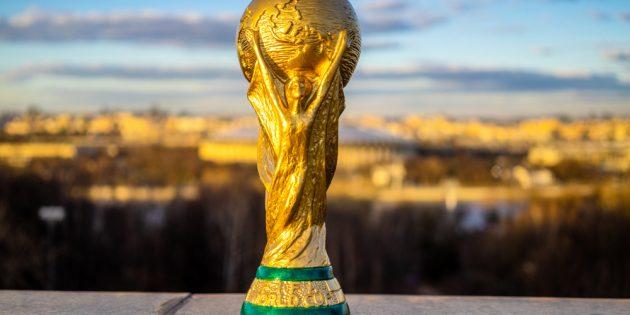 er goldene Pokal, den der Weltmeister im Fußball bekommt, ist eine der begehrtesten Trophäen überhaupt. Bildquelle: fifg – 1070022398 / Shutterstock.com