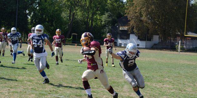 Machten ihre Sache in ihrem ersten Kontakt-Footballspiel gut: Die Spieler und die Spielerin der U17 der Bürstadt Redskins. Foto: oh