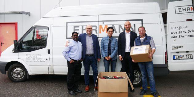 Die EhrmannWohn- und Einrichtungs GmbH übergab 7.200 Brillen an die Hilfsorganisation Brillen ohne Grenzen. Foto: oh