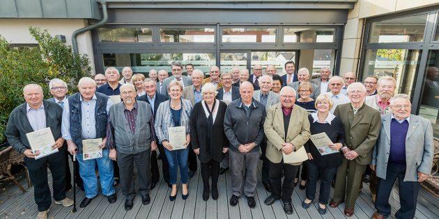 Volksbank ehrt treue Mitglieder