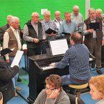 Der Männerchor des MGV 1892 Sängerbund Hüttenfeld bereicherte das Schlachtfest mit einem Liedvortrag. Foto: ehr