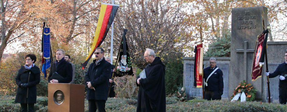 Für ein friedvolles und von Respekt getragenes Zusammenleben sprach sich Bürgermeister Felix Kusicka bei der Feierstunde zum Volkstrauertag aus. Foto: Hannelore Nowacki