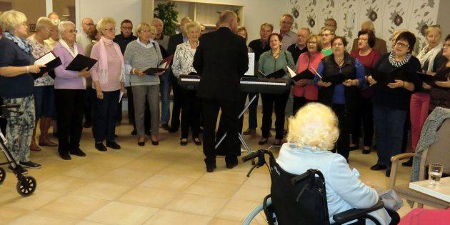 """BUZ: """"Wir kommen gerne wieder"""", lautete die Aussage der Chormitglieder nach ihrem Auftritt im """"Haus Paulus"""". Foto: oh"""