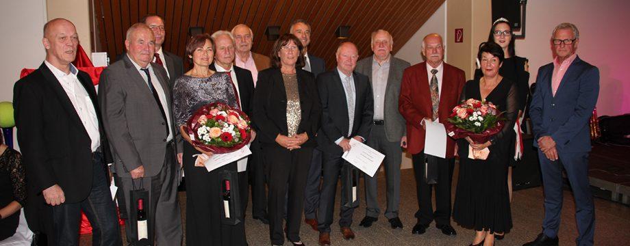 Zahlreiche Ehrungen waren Bestandteil einer überaus gelungenen 65-Jahr-Feier des TC Rot-Weiss Lampertheim. Foto: oh