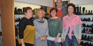 Das Team von Schuh-Hörmann um Christiane und Herbert Bissdorf bietet ein ganz besonderes Weihnachtsgeschenk – 20 Prozent auf das gesamte Sortiment. Foto: Benjamin Kloos