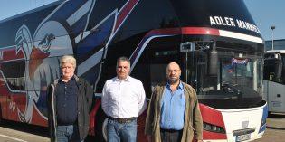 Holger Tours bietet ein attraktives Reiseprogramm für 2019 – Geschäftsführer Holger Schmidt (Mitte) sowie Jürgen Keller (r,) und Michael Binner (l.), die Sie sicher zu jedem Ziel fahren werden, freuen sich auf Sie. Foto: Benjamin Kloos