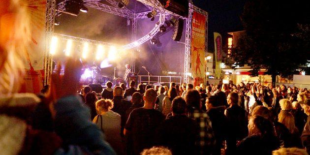 Worms soll in diesem Sommer richtig abgehen und große und kleine Rockfans ans Rheinufer locken. Foto: Veranstalter