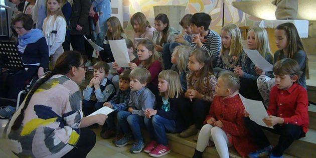 Die Teilnehmer des Kinderchorprojekts des Gospelchors Ephata sorgten an Muttertag für eine gelungene musikalische Gestaltung des Familiengottesdienstes. Foto: Chor Ephata