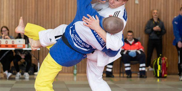 Unglaublich tolle Wurfansätze gibt es vom Bürstädter Judoka Ian Störmer (gelbe Hose) immer wieder zu sehen. Foto: Stephan Müller